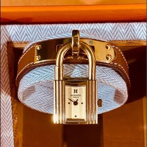 ⏰⏰⏰Authentic Hermes Kelly Watch 20x20 mm